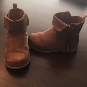 Old Navy tan boots, size 7 great condition